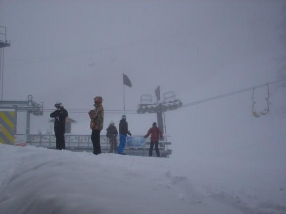 16.02.2009 13:46 На 4-ке спускают лавины. Чёрный флаг над нижней станцией